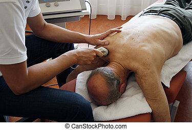 échographies, physiothérapie
