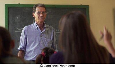 école, gens, étudier, question, jeune, main, demander, girl, élévation