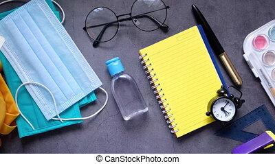 écolier, sac, meute, mask., sanitizer, figure
