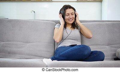 écoute, femme, musique, écouteurs