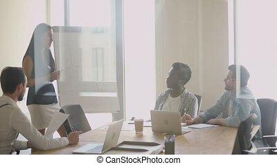 écoute, jeune, mâle, divers, femme, motivé, employés, presenter., concentré