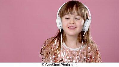 écouteurs, 6, chant, girl, peu, 7, ou, joli, être âgé de, danse