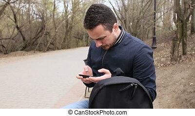 écran, parc, jeune, téléphone, toucher, jouer, homme