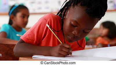 écriture, fille souriant, peu