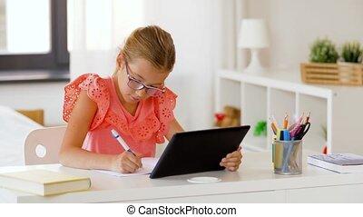 écrivant tablette, cahier, girl, pc, maison
