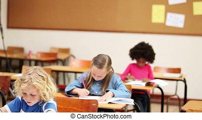 élèves, fonctionnement, tranquillement