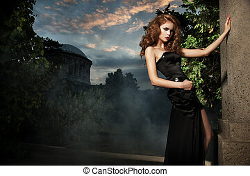 élégant, femme, jardin, sexy