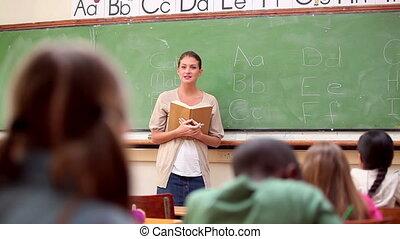 élévation, leur, mignon, élèves, ensemble, doigts