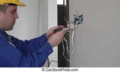 électricien, douille, vérification, multimètre, rencontre, mur, tension, utilisation
