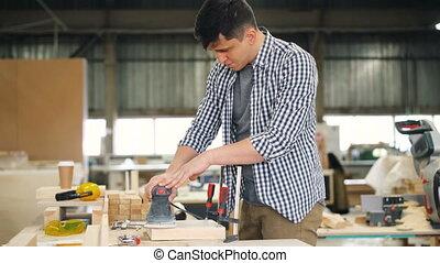 électrique, fonctionnement, charpentier, jeune, machine, polissage, bois, seul, table