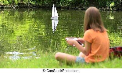 éloigné, girl, contrôlé, bateau