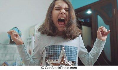 émotion, concept, vidéo, écolière, girl, dépression, peu, lent, ouvert, elle, choqué, adolescent, pleurer, panique, cris, problèmes, upset., bouche, frustration., children., crier, hands., style de vie, face couverture, mouvement, désespoir
