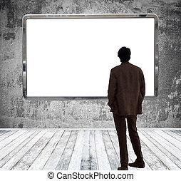 énorme, salle, regarder, panneau affichage, galerie, vide, homme