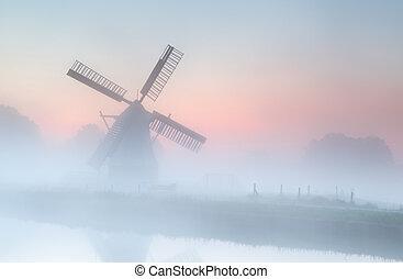 éolienne, été, brouillard, dense, levers de soleil
