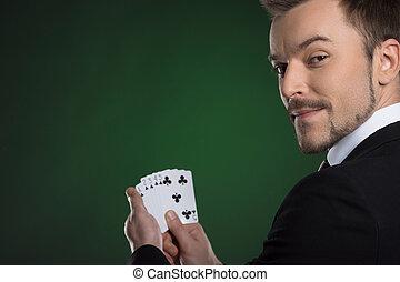 épaule, gai, sien, sur, jeune, formalwear, isolé, regarder, quoique, vert, tenant mains, cartes, cartes., homme