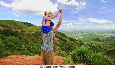 épaules, fille, sur, tient, père, ascenseur, blonds, mains, vallée
