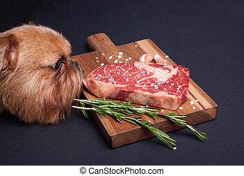 épices, viande, bois, voler, morceau, chien, affamé, ribeye, tries, planche, bifteck, table., marbre, rouges