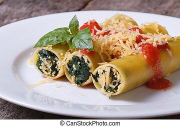 épinards, tomate, bourré, sauce fromage, cannelloni