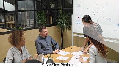 équipe, brain-storming, meeting., vietnamien, lunettes, femme, concentré, tenue, éditorial