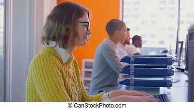 équipe, côté, bureau, vue, course, business, travailler ensemble, 4k, bureau, moderne, mélangé, jeune