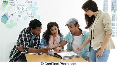 équipe, créatif, travailler ensemble, jeune