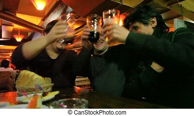 équipe, gobelet, trois, bière, verres tintement