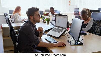équipe, mélangé-race, côté, bureau, frais, vue, business, fonctionnement, 4k, bureau, moderne, jeune