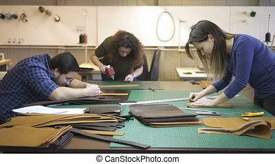 équipe, workshop., jeune, travaux, vrai, cuir, éclairage, bureau, américain