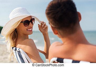 été, couple, plage, bains de soleil, heureux