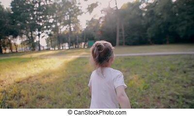 été, courses, lent, nature, loin, ensoleillé, peu, dos, gai, appareil photo, vue, girl, day., mo