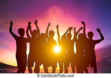 été, groupe, danse, jeune, plage coucher soleil, heureux