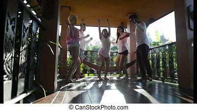 été, groupe, gens, hommes, jeune, ensemble, matin, mélange, terrasse, course, danse, dehors, amusement, avoir, femmes