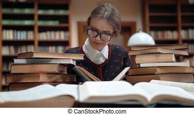 étudiant, bibliothèque, fatigué