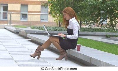 étudiant, ordinateur portable, outdoors:, fonctionnement