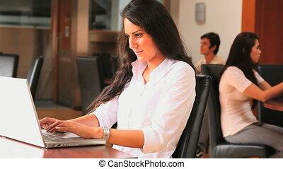 étudiant, ordinateur portable
