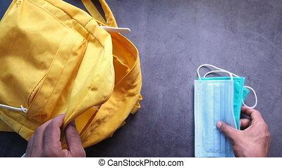 étudiant, sanitizer, école, meute, mask., sac, figure