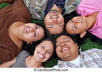 étudiants, hispanique, faces, heureux