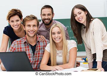 étudiants, sourire, groupe, amical