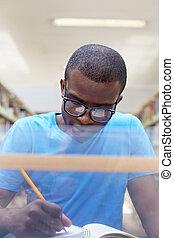 étudier, homme, jeune, bibliothèque, africaine