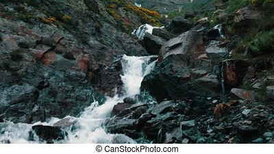 évalué, -, pyrénées, chute eau, version, pays montagne, espagne
