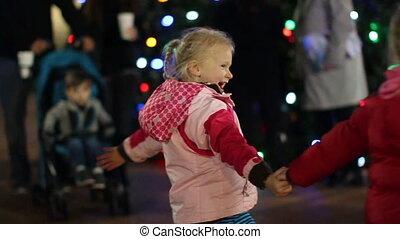 2 filles, noël, danse
