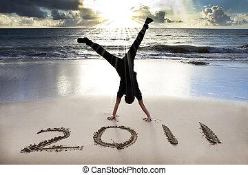 2011, plage, jeune, levers de soleil, année, nouveau, heureux, handstand, célébrer, homme