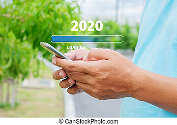2020, jeune, utilisation, chargement, smartphone, homme