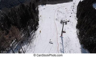 aérien, ascenseurs, recours, vue, pentes, ski, skieurs, bas, aller