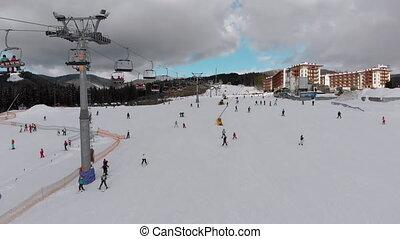 aérien, lot, ski, ascenseurs, recours, vue, ski incline, gens