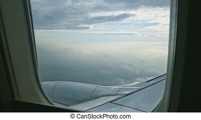 aérien, moteur, nuages, par, avion, acier, mouche, jet, au-dessus, pelucheux, vue, grand, blanc, fenêtre