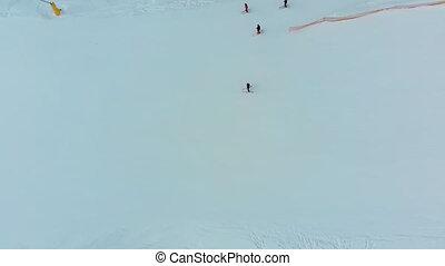 aérien, recours, pente, vue, ski, skieurs, sommet, glisser bas, neigeux, hiver