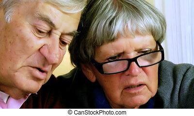 aîné, discuter, deux personnes
