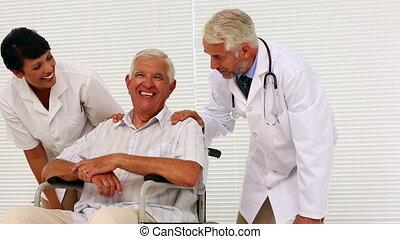 aîné, infirmière, conversation, docteur