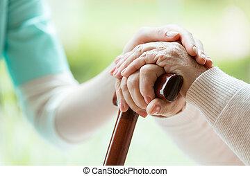 aîné, infirmière, dame, réconfortant